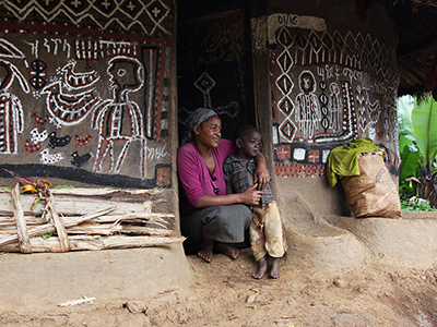 Mother and son in front of their traditional hut in the Kaffa region - Guillaume Petermann